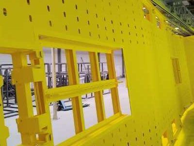 element malowany na żółto 02